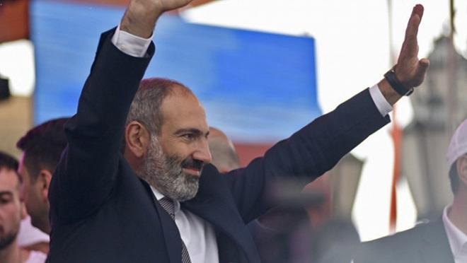 """Nikol xalqı """"tarixi qələbə""""yə görə təbrik etdi"""