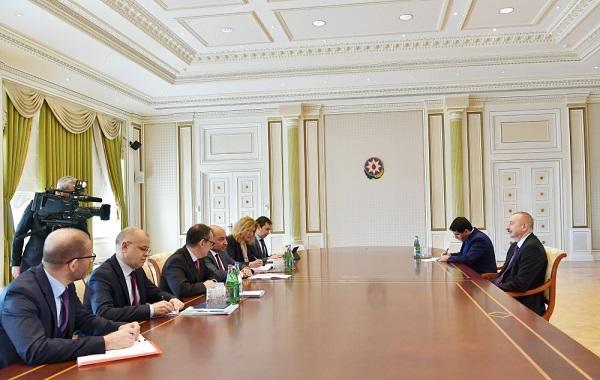 Prezident Suma Çakrabarti ilə görüşdü