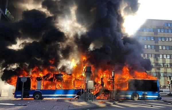Bus bombing kills 12 people near Kerbala