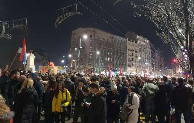 Belqradda qarşıdurma: polis hərəkətə keçdi
