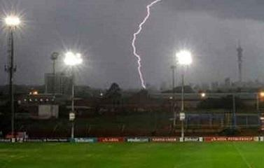 Lightning strikes stadium injured 2 players -