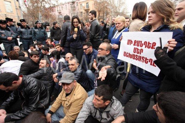 Erməni ziyalıları çağırış etdi: Azadlıq meydanına toplaşın!