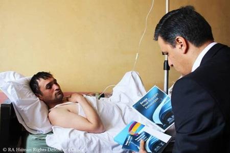 Армянский омбудсмен посетил в больнице азербайджанца