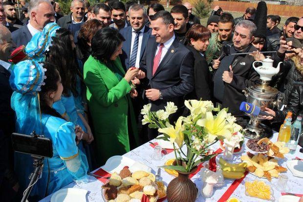 Zurabişvili azərbaycanlılarla bayramı qeyd etdi - Foto