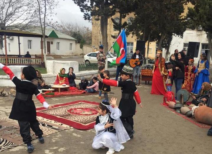 Ələtdə uşaqların Novruz səhnəciyi maraqla qarşılandı - Foto