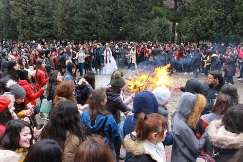 Баку празднует Новруз в торжественной форме - Фото