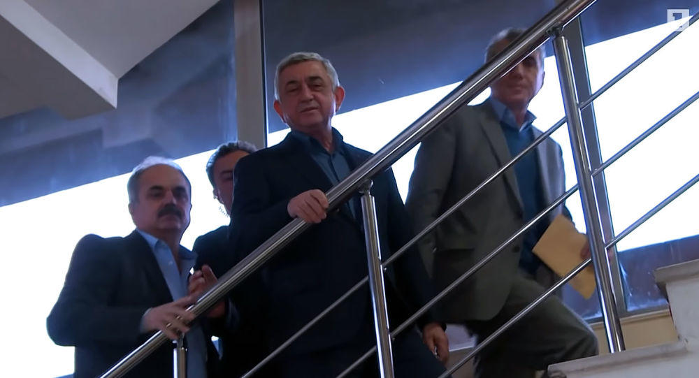 Саргсян дал комментарий прессе впервые после отставки