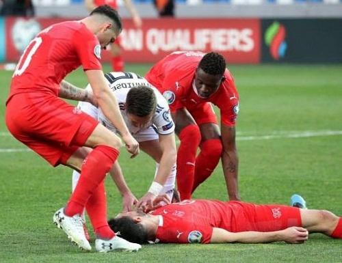 Gürcüstanın matçında futbolçu ölümdən döndü - Foto