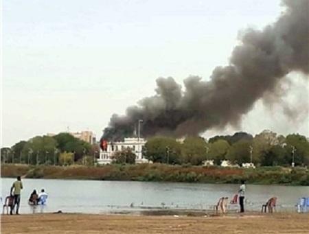 Sudanda prezident sarayındakı yanğın söndürüldü - Video