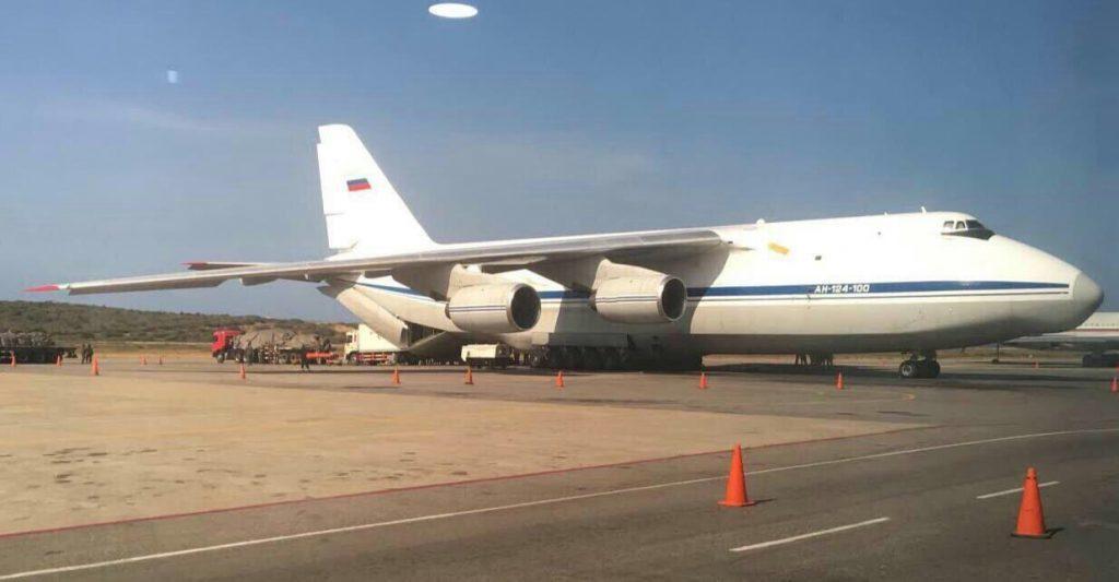 Россия направила в Венесуэлу главу ГШ СВ, оружие и спецназ