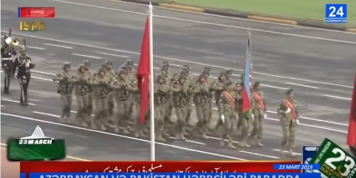 پاکیستان حربچیلریمیزی آیاق اوسته آلقیشلادی - ویدئو