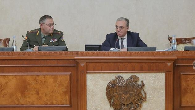 Мнацаканян представил офицерам концепцию по Карабаху