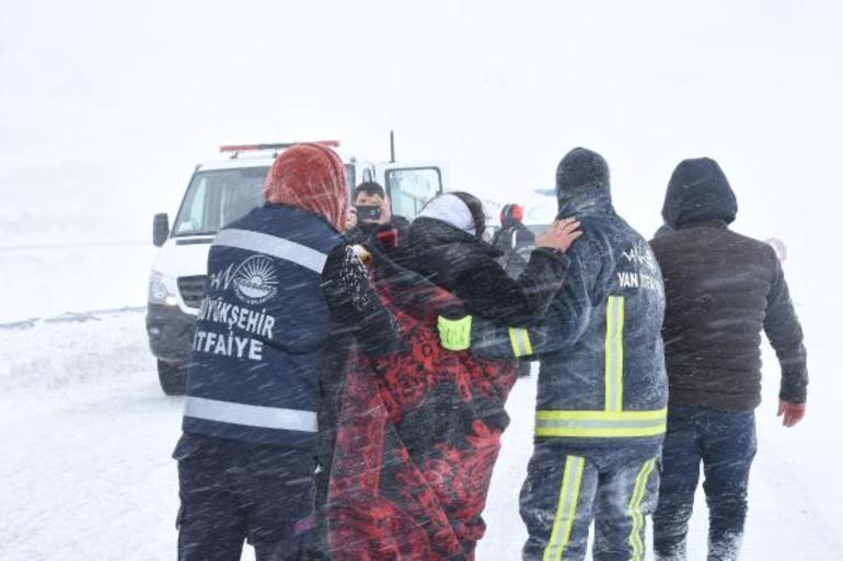 Türkiyədə dəhşət: maşınlar qarın altında qaldı