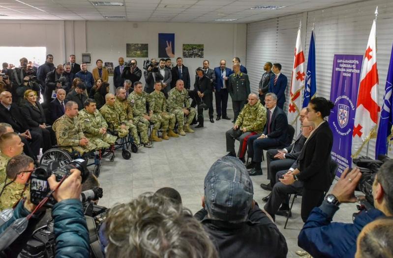 Столтенберг на военных учениях в Грузии - Фото