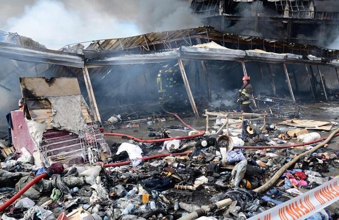 Пожар в бакинском ТЦ потушен - Обновлено