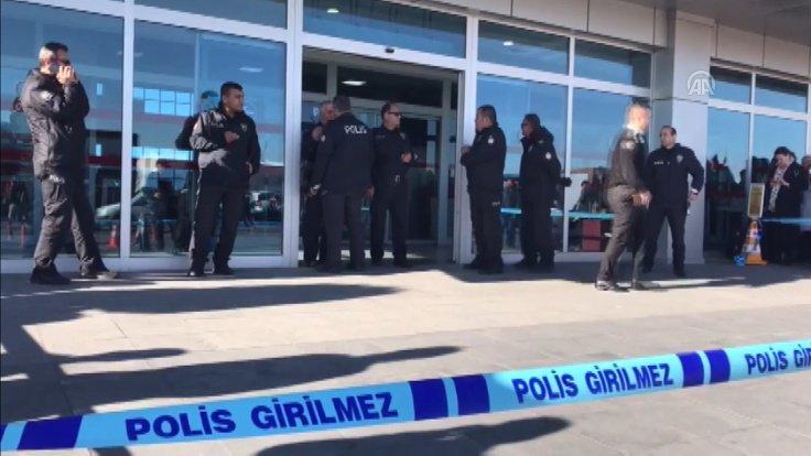 Турецкие полицейские в аэропорту стреляли в друг другa