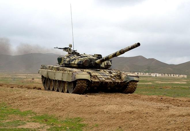 Almanların yandıra bilmədiyi tankı uşaqlar yandırdı - Video