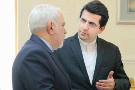 آبش-لا ایران آراسیندا  دانیشیقلار  قاپیسیی آرتیق باغلانیب - ایران خین