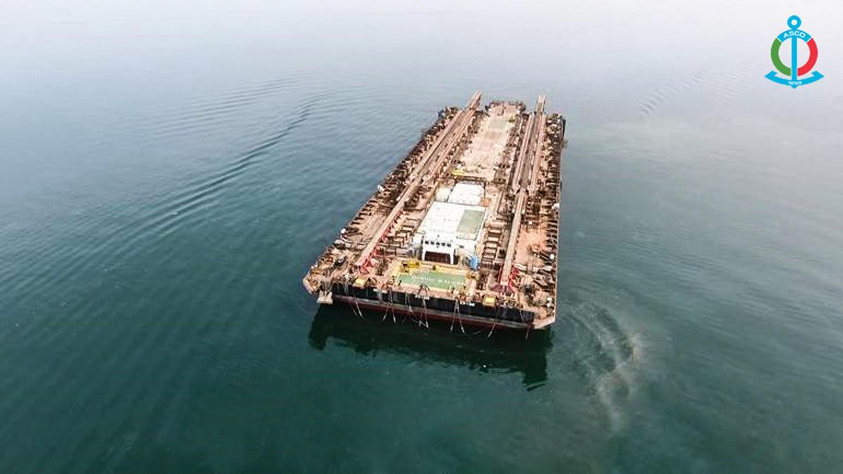 Баку завершил ремонт крупнейшей баржи на Каспии