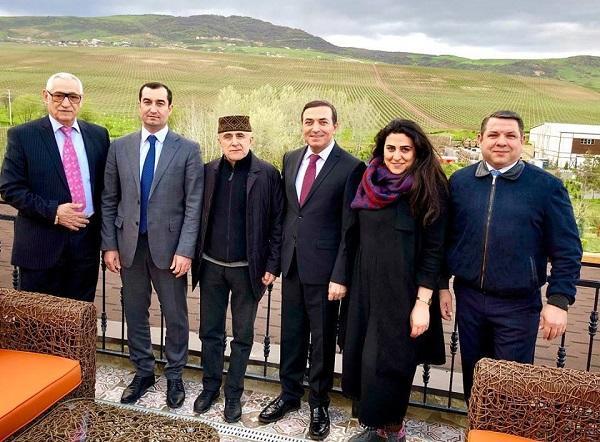 Xalq artistləri yeni başçı ilə restoranda... - Foto