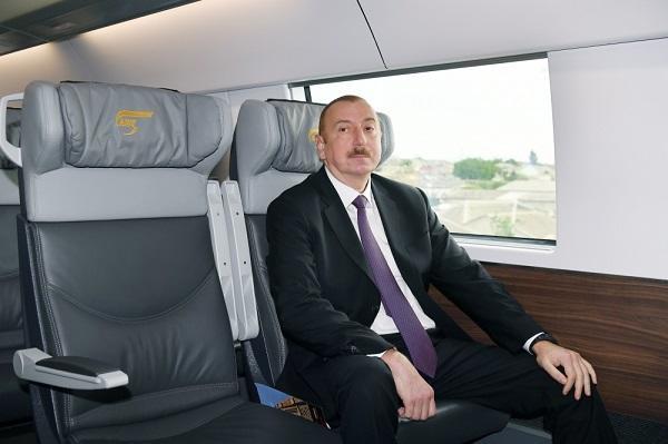 Prezident qatarla Bakıxanov və Keşlə vağzallarına getdi - Foto