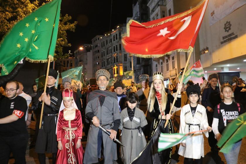 چرکزلر ایستانبولدا: «روسییا، قفقازدان رد اول!»