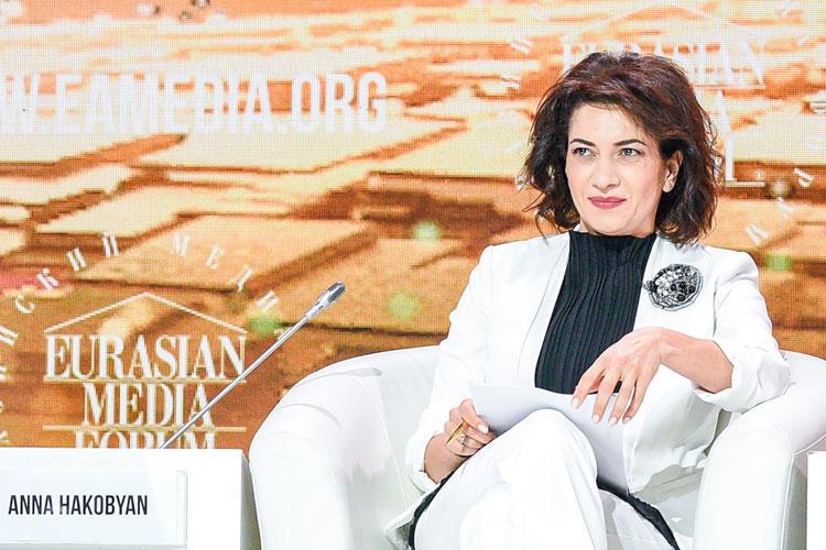 Супруга Пашиняна ответила жалким лепетом редактору ONA