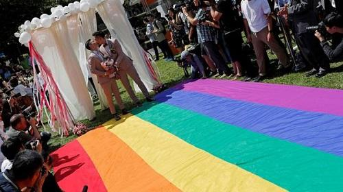 Taiwan celebrates Asia's first same-sex marriages