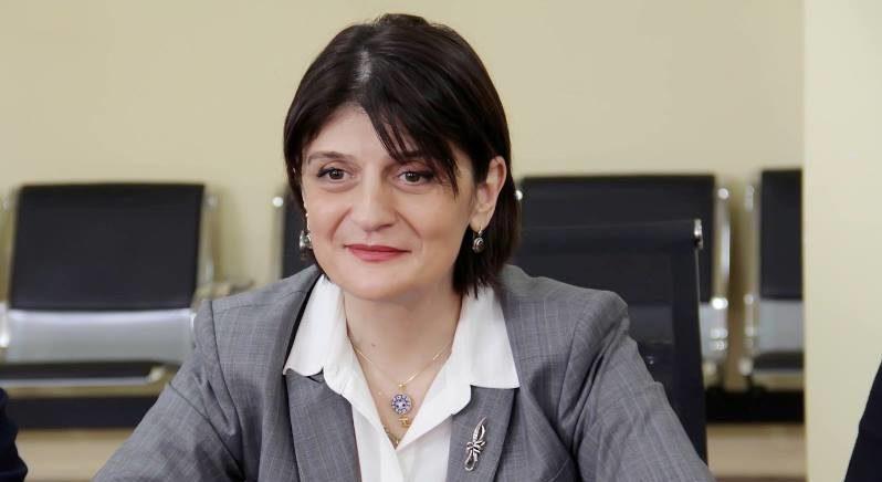 Gürcü nazir rus bayrağına görə işdən qovuldu