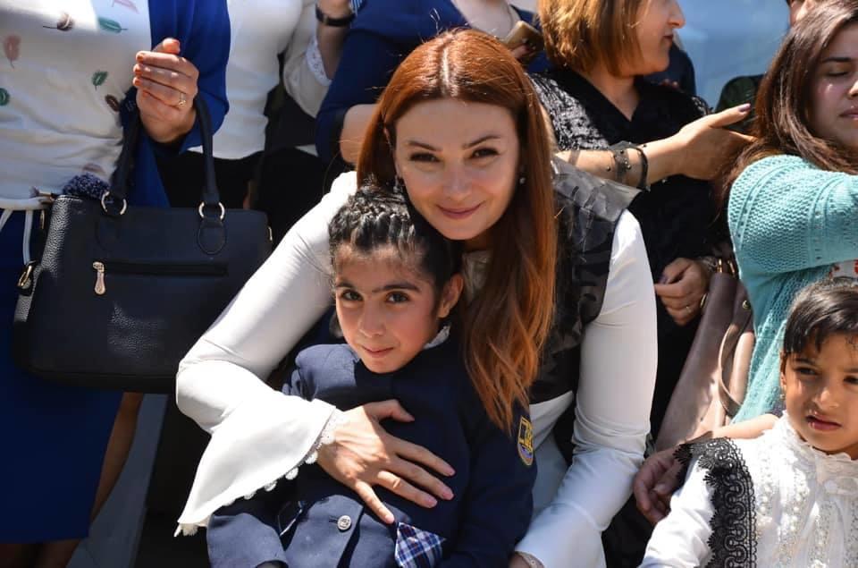 Deputat uşaqlarla muzeyə getdi – Video