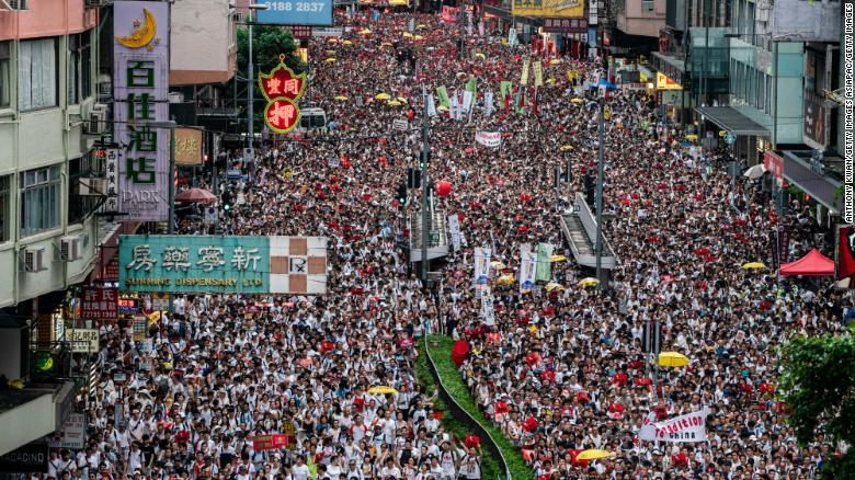 Thousands march against extradition bill -