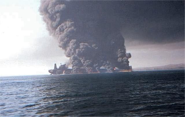 Yunan tankeri minaya düşdü