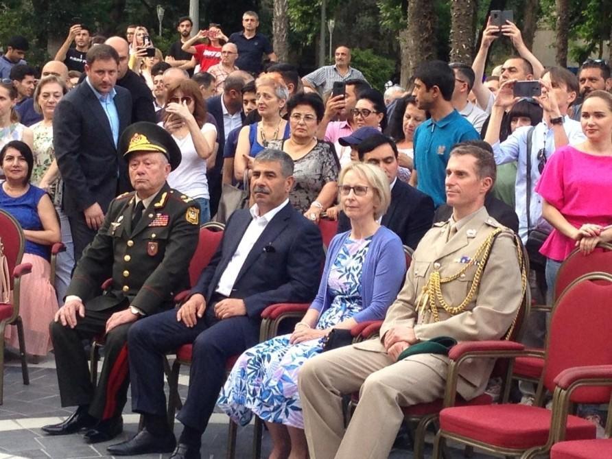 """Britaniya səfiri """"Çırpınırdı Qara dəniz""""ə qulaq asdı - Video"""