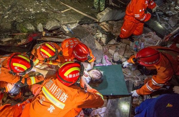 Çində güclü zəlzələ: 12 nəfər öldü - Foto