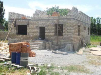 После землетрясения в Шамахе строятся 288 домов