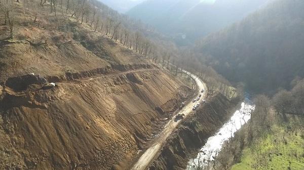 Yağışın dağıtdığı Lerik yolu yenidən qurulur - Foto