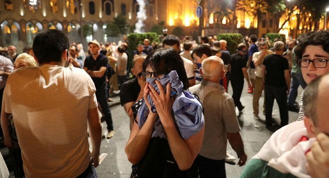 Tiflisdə etirazlar yenidən başlandı