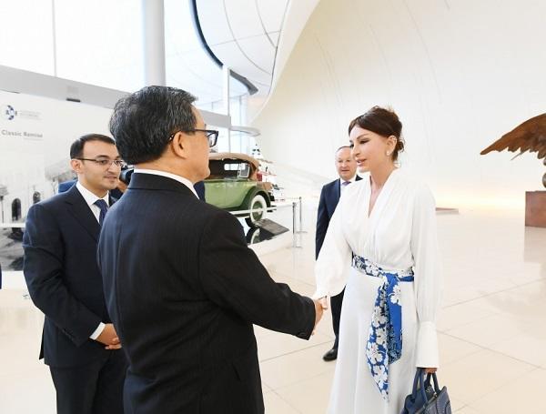 Mehriban Əliyevaya xüsusi mükafat verildi - Foto