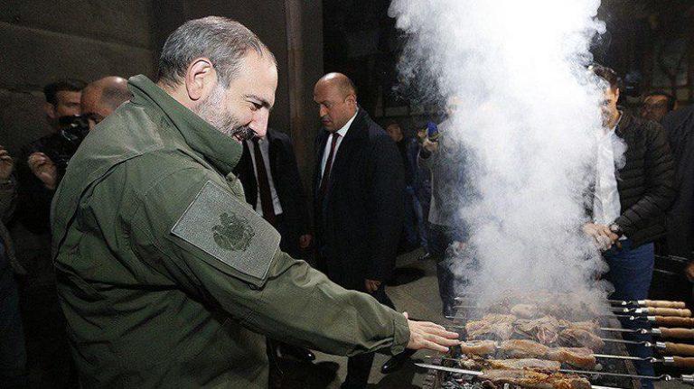 Армения: Кухарки и клоуны во власти - Взгляд из Москвы