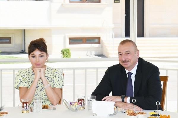 İlham Əliyev və xanımı neftçi-alimin yubileyində...