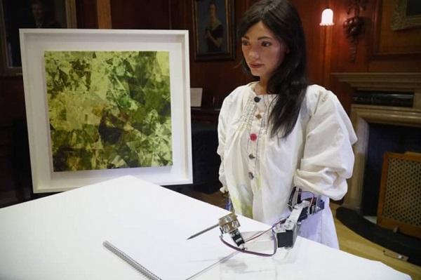 Texnologiyada daha bir sensasiya: İlk robot-rəssam...