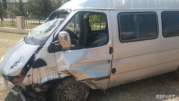 Yevlaxda mikroavtobus qəzası: 5 nəfər yaralandı