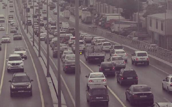 Paytaxt yollarında tıxac: Avtobuslar gecikir
