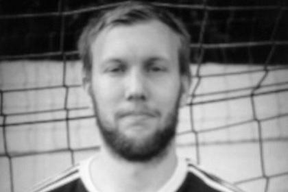 Alman futbolçu stadionda öldü