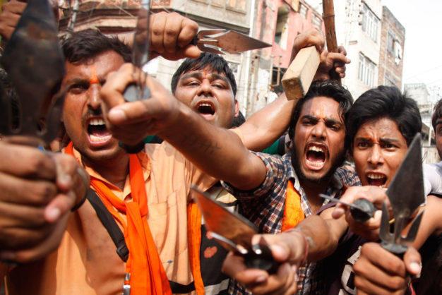 Беспорядки в Нью-Дели - пять человек погибли