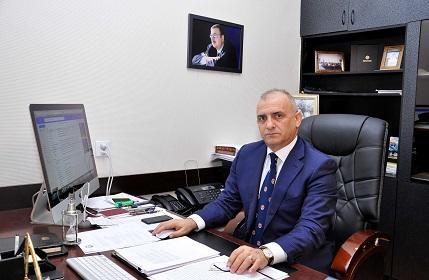 Ağabəylinin israrla dekan olmaq istəməsinin - Səbəbi