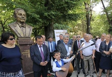 """Səmədoğlunun büstü haqda """"karton"""" yalanı – Foto"""