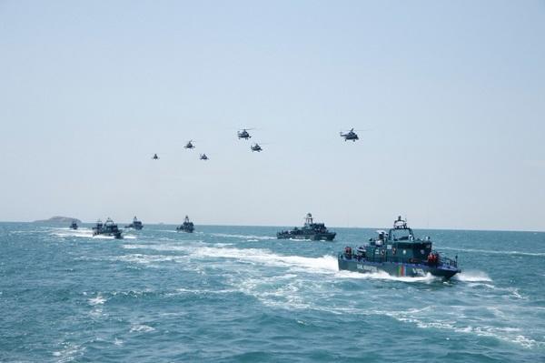 Azerbaijan SBS holds training in the Caspian Sea -