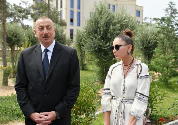 Prezident və xanımı Şahxəndan türbəsində