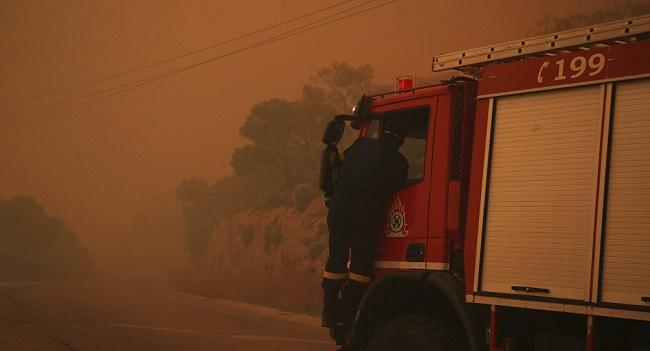 Villages evacuated as wildfire rages in Greece -